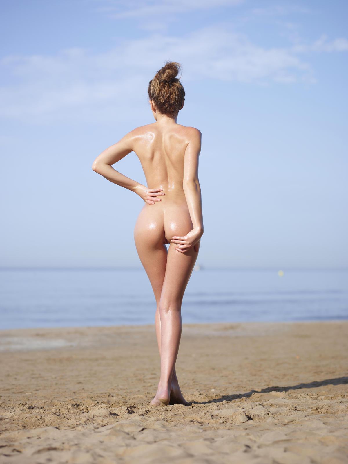 willa holland fake nude public tits porn
