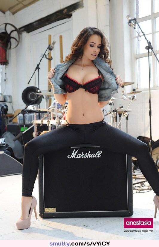 sexy latina gives a great rimjob