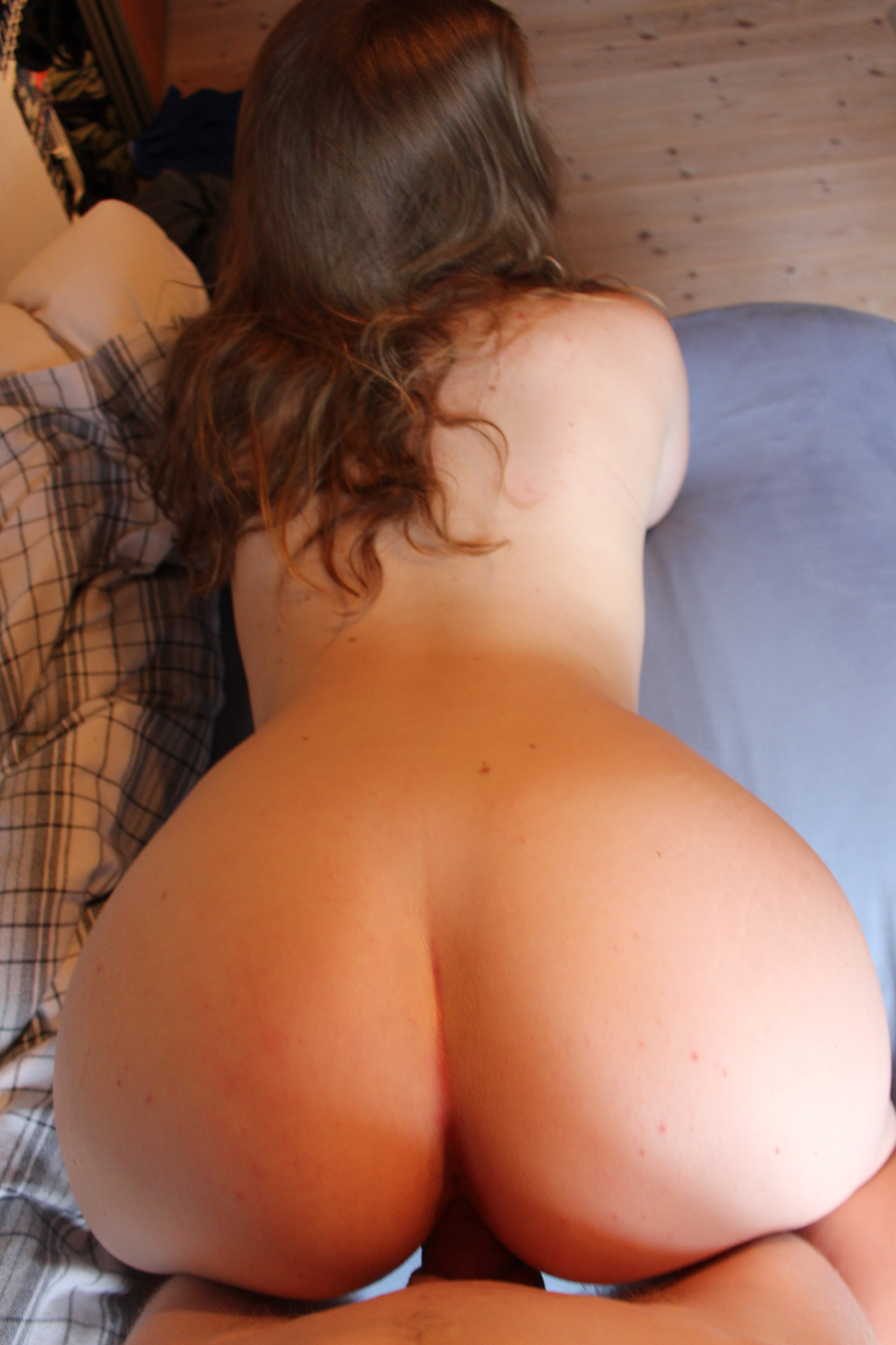 stripper with fake ass shaking it mobile porn