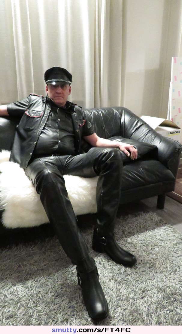 liz vicious playing video games and masturbating like Juha Vantanen,Finnish amateur pornstar #Leather #Finnish #Fetish #Boots #JuhaVantanen