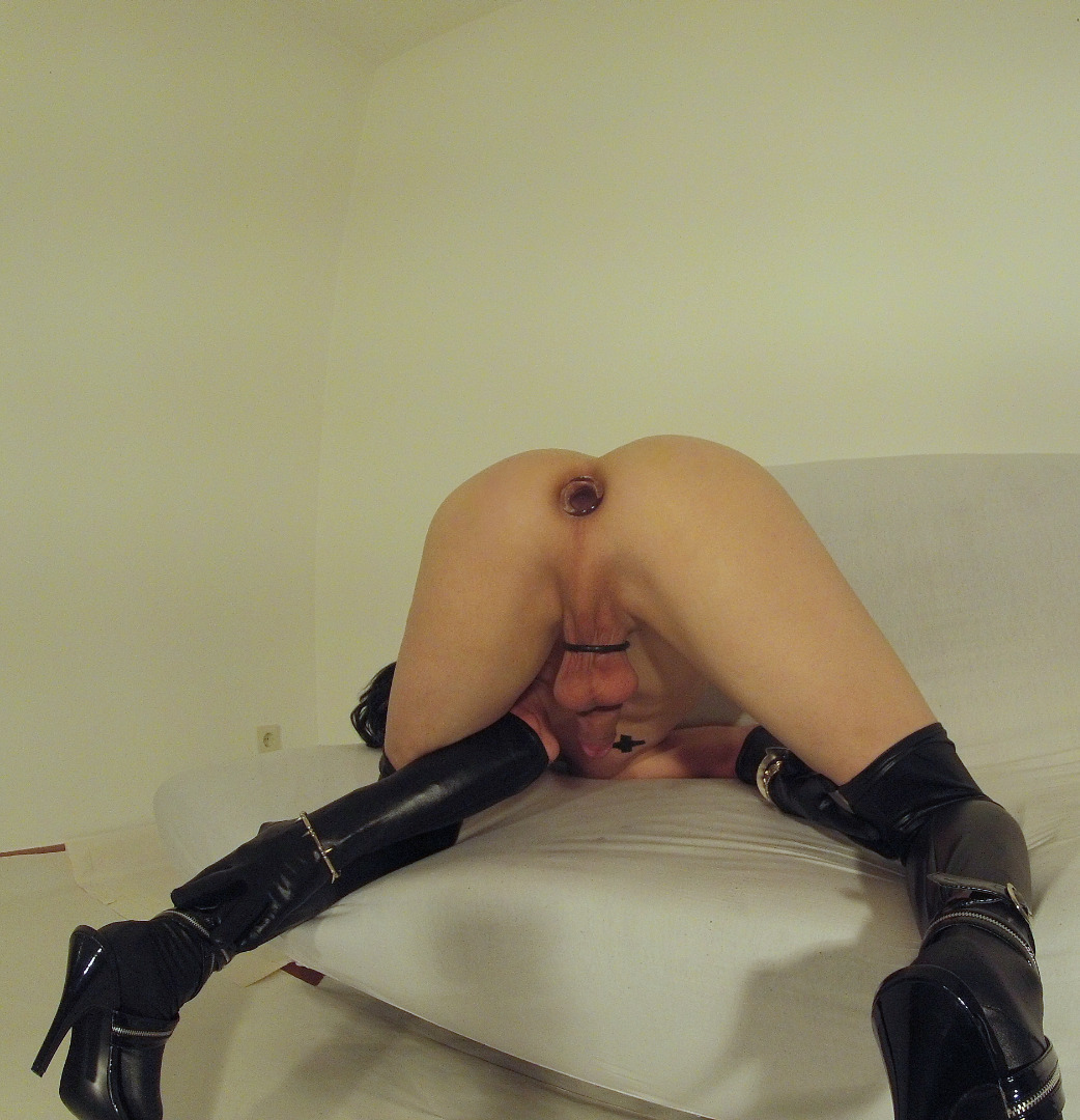slut sexy girl kylie page with big round boob