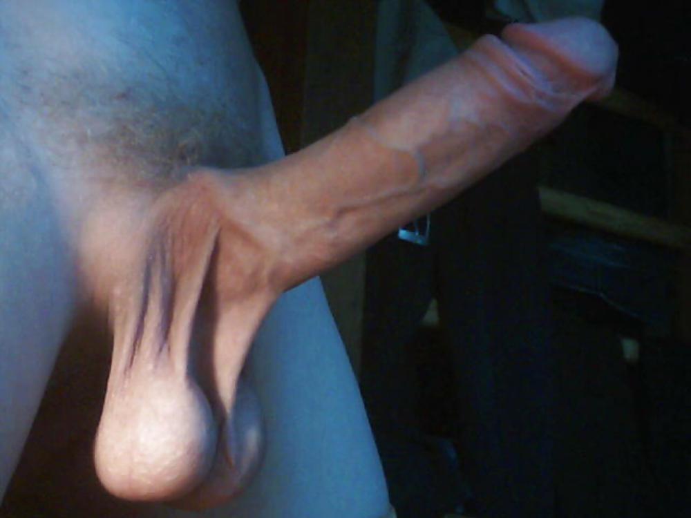 jennique adams shows her pierced big tits