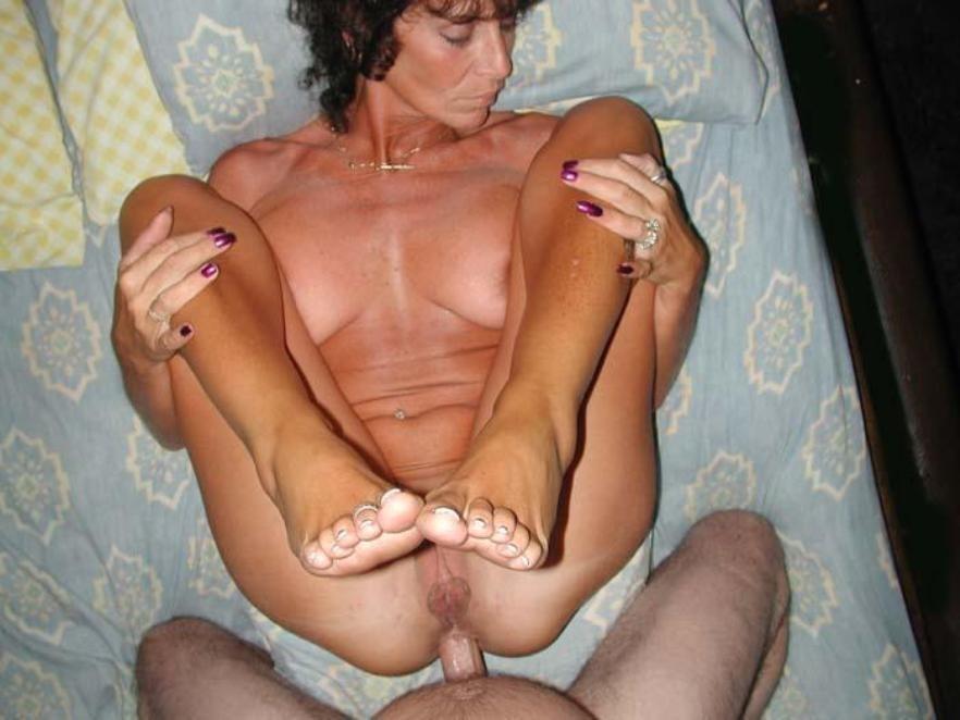 brunette tantalise fake penis in panty hose segment