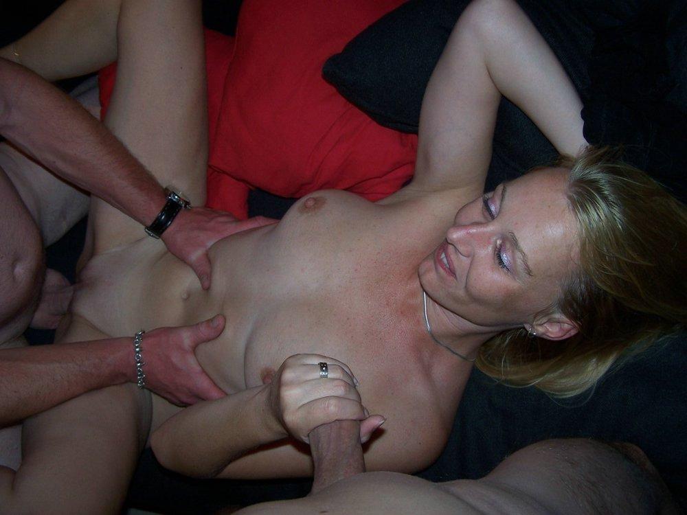 nackt und bekleidet swinger club hamburg Love holding onto hubby as friend enjoys #hotwife #sharedwife #husbandinteracts #weddingring #milf #mature