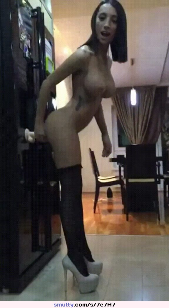 hot ebony toying her puffy pussy and squirting free